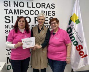 Virginia Ávila, directora de la Fundación DinoSol, junto a Carmen Bonfante, presidente de AMATE, y Ascensión Juan, responsable de Eventos de la asociación